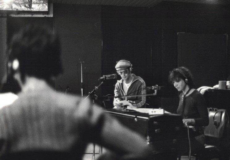אלונה טוראל על הפנדר רודס עם דורי בן זאב- אולפני טריטון 1979
